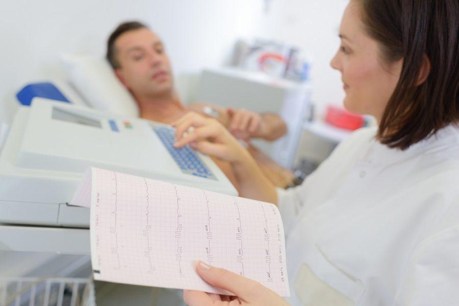 Pierwsze objawy choroby serca, co Cię powinno zaniepokoić. Kiedy udać się do specjalisty?