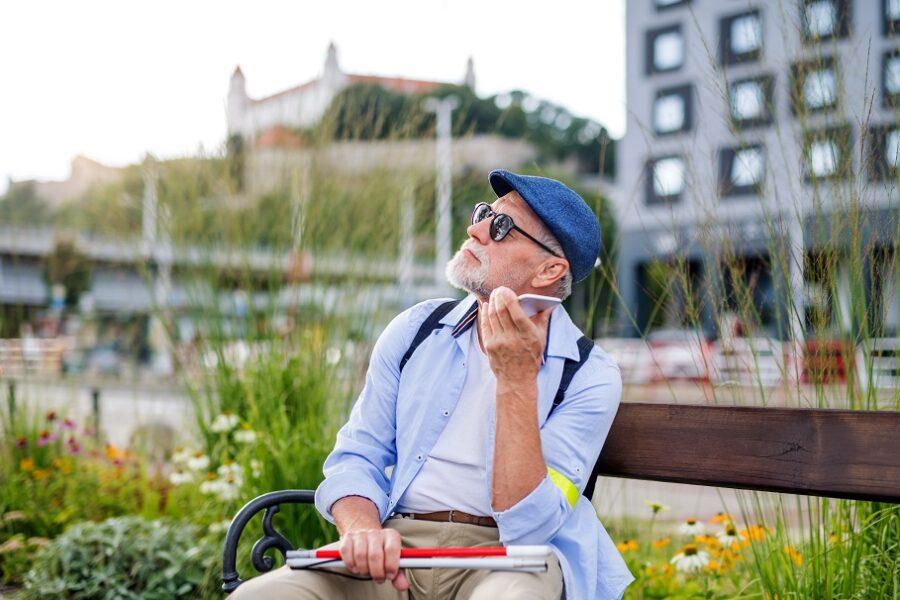 Telefon dla osoby niewidomej. Jaki wybrać?